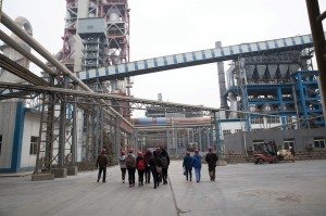 The China and the Environment 360° course cluster included a visit to the Beijing Cement Plant, one of the most energy-efficient and least-polluting plants in China.